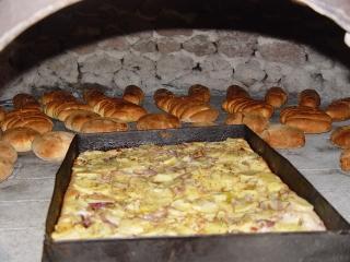 Pizza patate e cipolle e pane casareccio di Nonna Bartola
