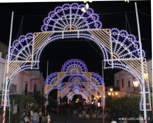 Luminarie in piazza per la festa del Santo Patrono
