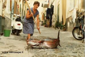 Giulia Castelli alle prese con una grossa ricciola