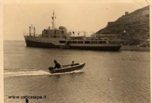 Nave alla fonda – sbarco passeggeri con la barca