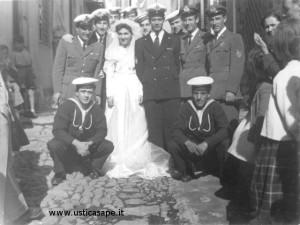 Sposi Lina Salerno e Enzo Raffa con colleghi militari – 31-10-1950