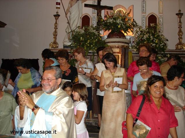 Il Parroco, Padre Alessandro,  incontro con le Marie