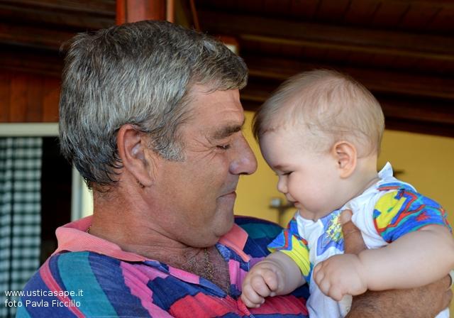 Zio Giovanni Basile con il nipotino Elia