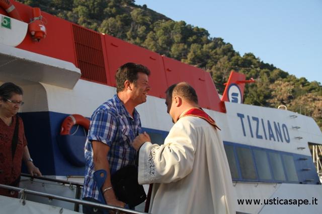 F.C.4483a rientro ad Ustica dopo l'infortunio