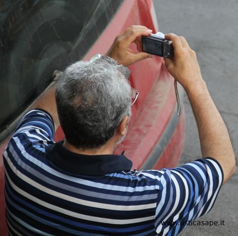 Padre Alessandro fa il fotografo