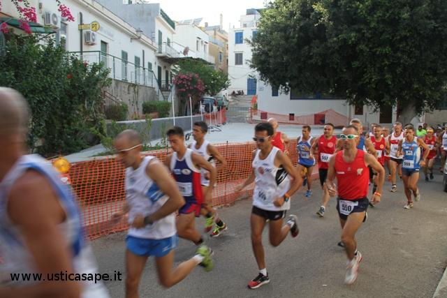 Passaggio degli atleti  a piazza sarcofago