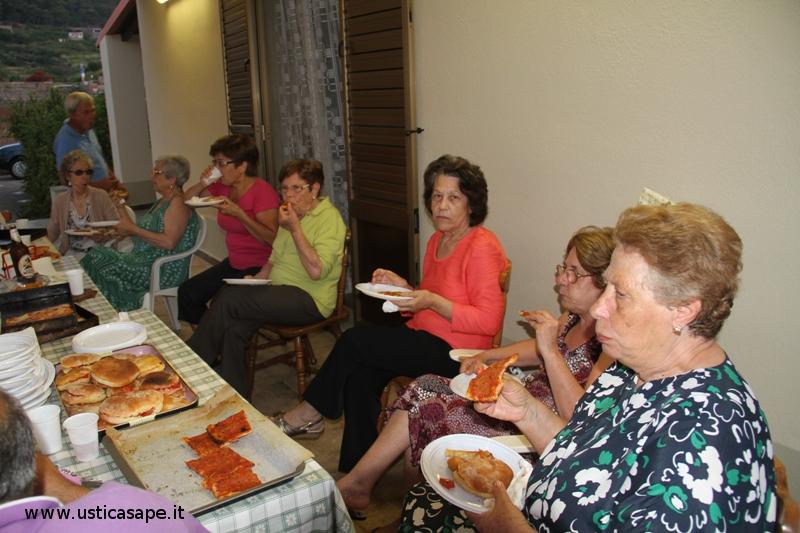 """Pizze e """"vasteddi""""  cotti nel forno a legna, con italo americani, in campagna da Lidia Bertucci"""