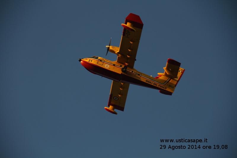 Ustica:  l'intervento di due Canadair,  CAN 31, dei Vigili del Fuoco di Palermo