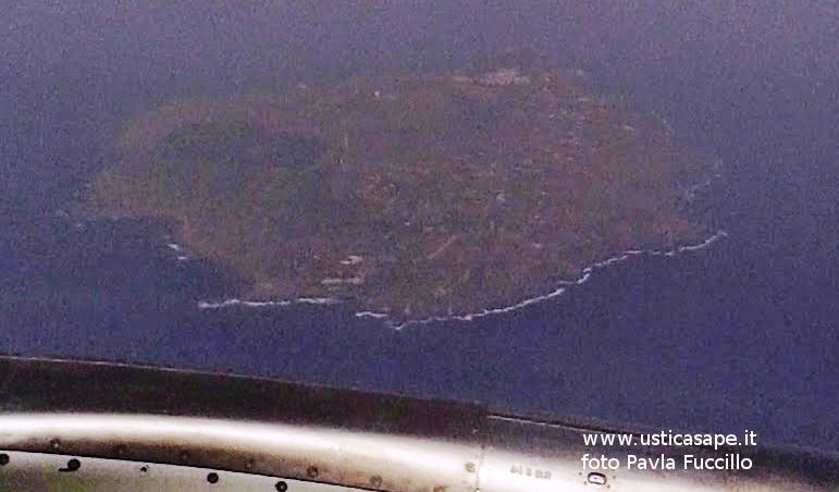 Emozionante - ustica vista dall'aereo