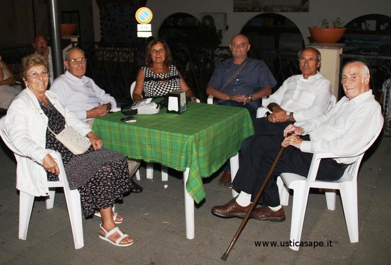 Beppe Furino ad Ustica con il fratello, la sorella e Mario (Amico di sempre)