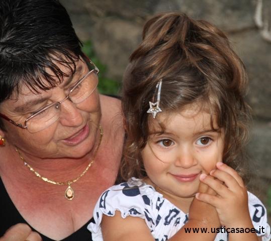 Nonna con nipotina