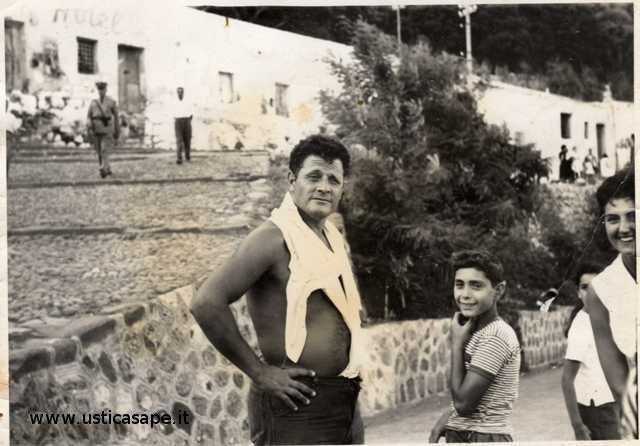 Camillo posa per il fotografo