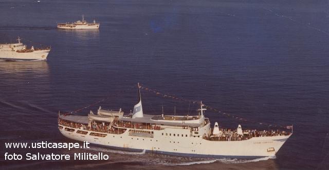Gita domenicale ad Ustica con tre navi