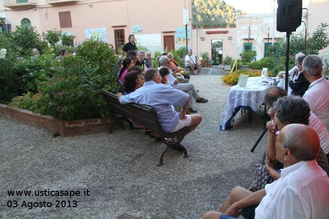 Presentazione libro Vincenzo Prestigiacomo, giornalista e scrittore, tra il verde dell' ex piazzetta…