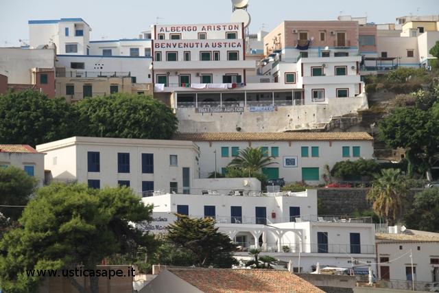 F.C.5057 Zona alberghiera con vista porto