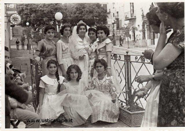 Foto ricordo della sposa con le amiche