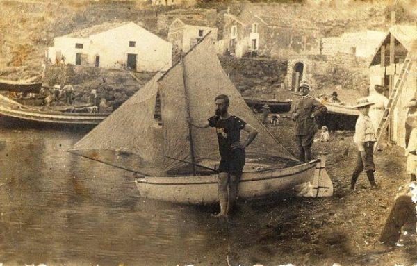 Vecchia foto - attesa varo barca a vela