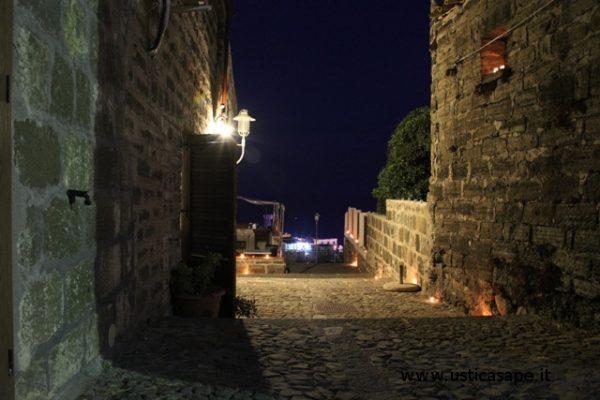 F.C.5252 strade case vecchie di notte