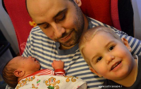 papà Marco Fuccillo con i due figli
