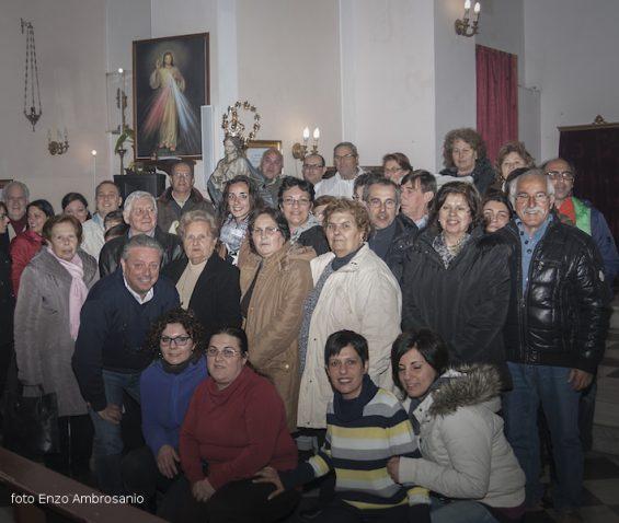 Foto di Gruppo2 con la Vergine MAria incoronata