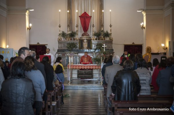 Celebrazione in chiesa domenica delle Palme Mattina