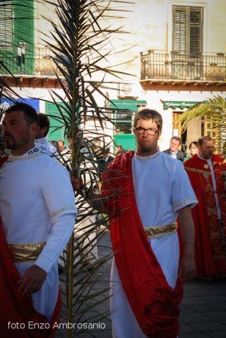 Apostolo in processione2