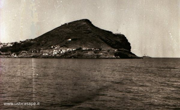 Partenza per Napoli con l'aliscafo Freccia Azzurra