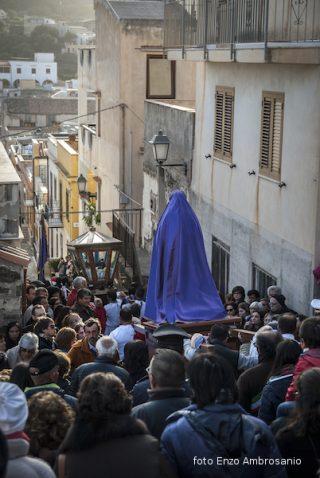 Madonna in processione con Ges+¦
