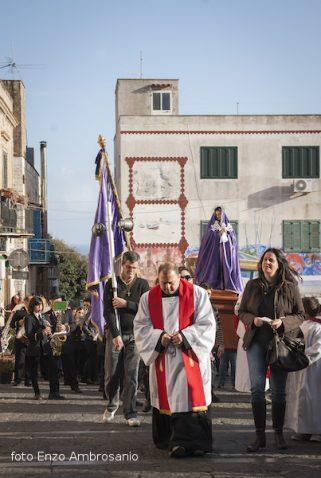 Madonna in processione al Calvario3