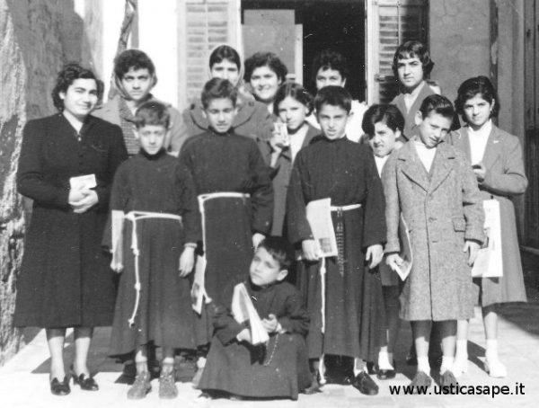 http://www.usticasape.it/wp-content/uploads/2015/05/F.A.3493-Chierichetti-e-donne-dellAzione-Cattolica-.jpg