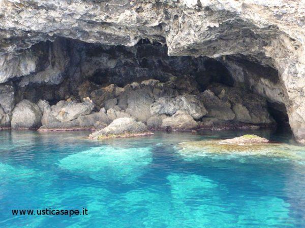 Ustica grotta pastizza