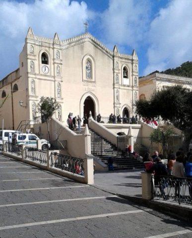 Chiesa, uscita dalla Messa