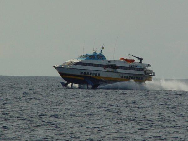Ustica Lines costretta a sospendere i collegamenti con le isole e ad avviare le procedure di licenziamento