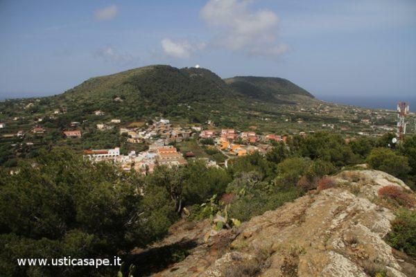 Ustica, parte paese e Tramontana visti dalla Falconiera