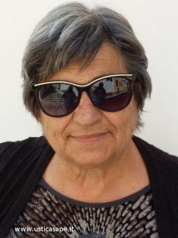 Maria Giardino Palmisano con un occhiale da sole americano