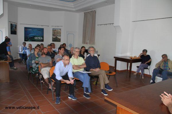 Ustica Centro Accoglienza - Il Prof. Furlani e il Prof. Antonioli presentazione al pubblico l'interessante progetto GEOSWIM