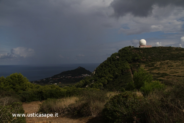 Ustica, radar - paese