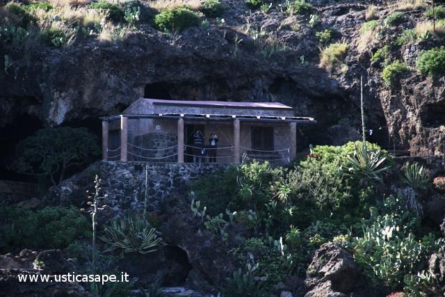 """""""Pagliaro"""", piccola casa tra la roccia"""
