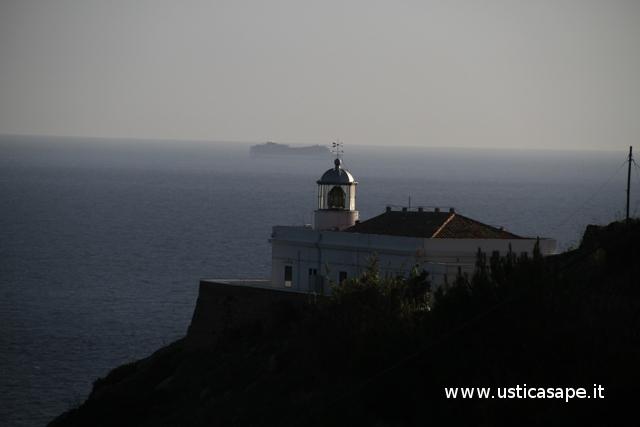 Ustica, Faro Punta Omo morto