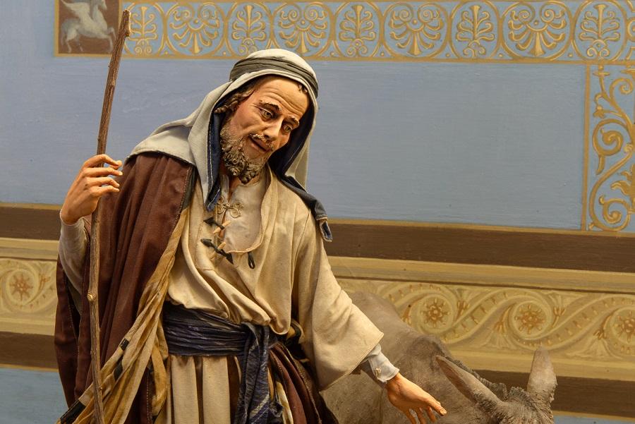 Angela Tripi, Natività, terracotta, stoffa, materiali organici vegetali, vetro. particolare San Giuseppe. PH Massimo Torcivia