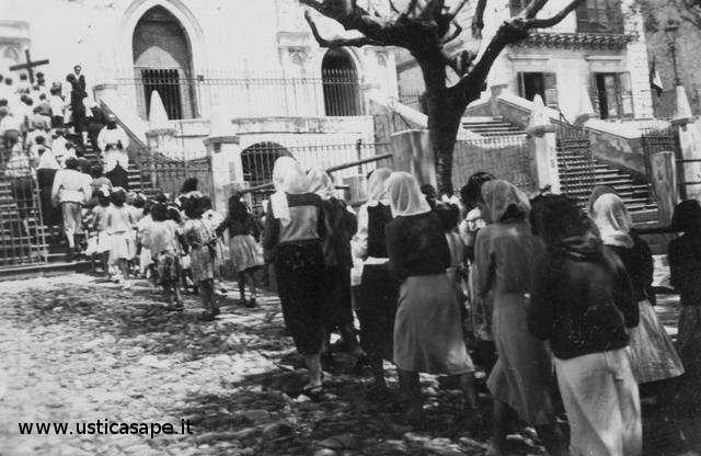 processione - donne con velo in testa