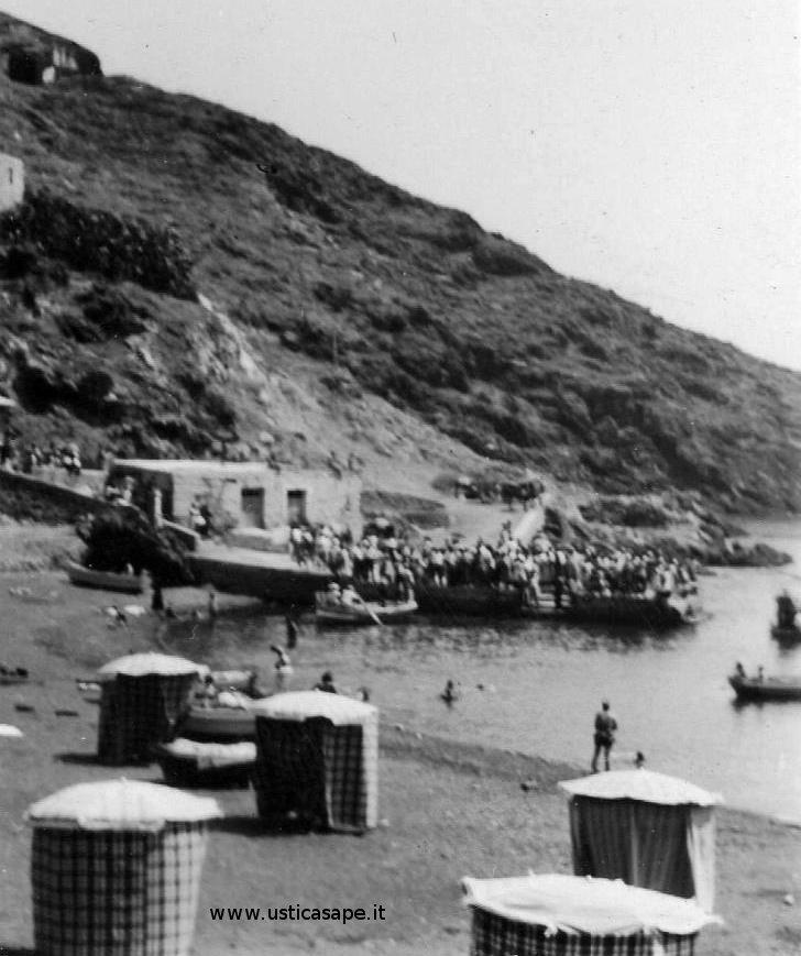 Cala Punto di balneazione - Turisti in attesa imbarco