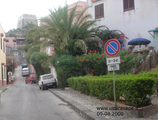 Caratteristico angolo verde di piazza Armeria