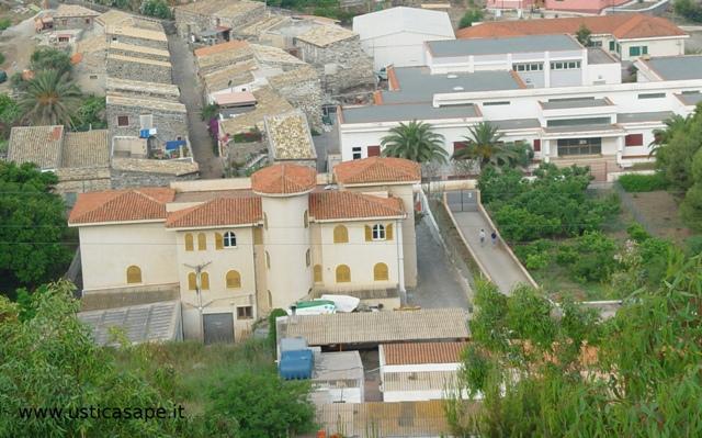 Comune, case vecchie ristrutturate e scuole