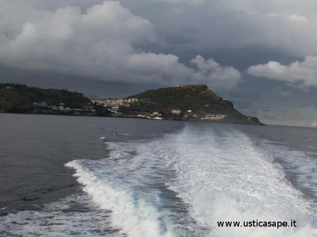 Partenza da Ustica  con l'unità veloce Isola di Vulcano