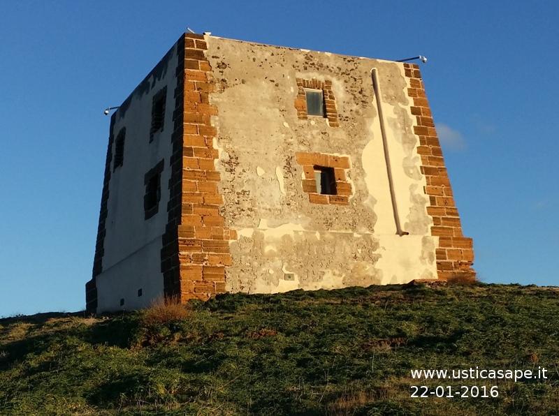 Ustica, telecamere sulla torre
