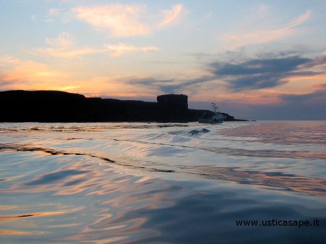 Ustica, spettacolari riflessi sul mare