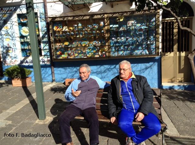 due pensionati con la passione della chiromanzia