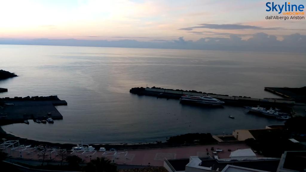 Vista sulla Cala - Aliscafo in partenza