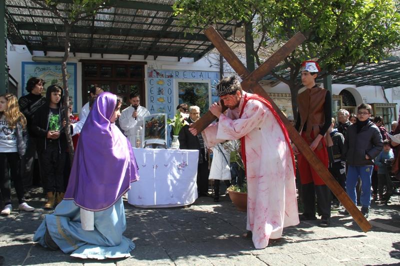 Venerdì Santo Animato da ragazzi per le strade di Ustica per ricordare la Passione di Gesù – 2016 -2